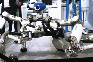 Die Roboter haben ihre Einhausungen verlassen und zeigen sich als immer stärker auf ihren Einsatzzweck hin spezialisierte Maschinen.