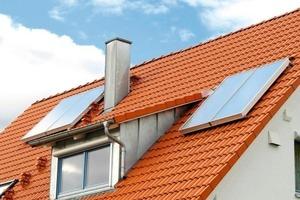Bei Solaranlagen sind hohe Temperaturen im Speicher durchaus üblich und auch gewünscht. Doch bereits eine Verdopplung der Temperatur von 40 auf 80 °C bedeutet eine sechsfache Menge an isolierend wirkendem Kalziumkarbonat; um Solarspeicher ab dem Härtebereich 2 vor Verkalkung zu schützen und somit energieoptimal zu betreiben, sind Kalkschutzgeräte ohne chemische Zusätze bestens geeignet<br />