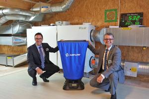 Bernd Lückenbach (links) und Autor Udo Rausch (rechts), beide Airflow Lufttechnik GmbH, gestalteten in Zusammenarbeit mit den Projektleitern der Radko-Stöckl-Schule Workshops im Zuge der Einweihung des Technikhauses Energie+.