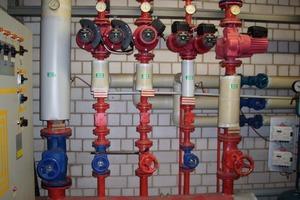 Fehlende Wärmeschutzisolierungen bei einer rekonstruierten Wärmeverteilung. An einer bestehenden Wärmeverteilung wurden nach deren Rekonstruktion keine Wärmeschutzmaßnahmen an den erneuerten Bauteilen vorgesehen; dabei handelt es sich um einen Verstoß gegen die EnEV<br />