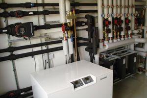 """Im EnergieTechnik-Haus der KuK Energietechnik GmbH wurden Hocheffizienz-Pumpen der Baureihen """"Alpha2"""" und """"Magna3"""" eingebaut"""