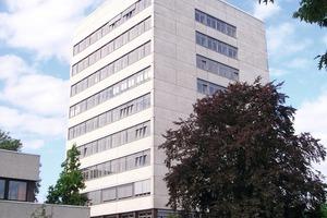 Bild <strong>1</strong>: Das Hauptgebäude der Kaufmännischen Schulen Tecklenburger Land in Ibbenbüren nach der Sanierung<br />