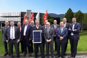 Das Verkauftsteam von Viessmann Photovoltaik mit Davide Marro von Vikram Solar (rechts)