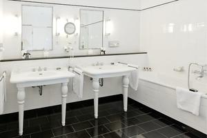 Ein fußwarmer Boden im Hotelbad gehört heutzutage zum Ausstattungsstandard in Neubauten. Auch bestehende Gästebäder werden Zug um Zug den veränderten Nutzungsansprüchen angepasst