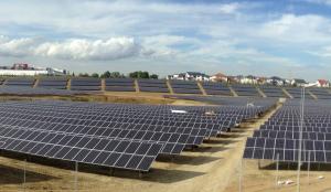 Eine der Freiflächenanlagen, die die Unternehmensgruppe Dünkel zur Solarstromerzeugung für den Eigenverbrauch nutzt.
