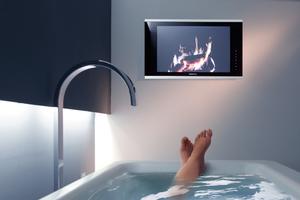 """Das TV-Gerät """"Waterscreen"""" von Repabad macht die Badewanne zum Fernsehsessel"""