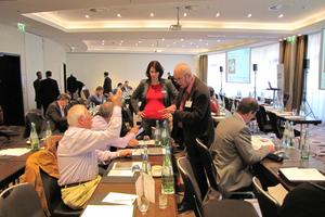 Neben Fachvorträgen ist der Austausch im Gespräch ein wesentliches Element der Fachforenreihe.