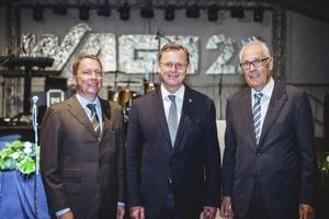 Wolfgang und Sven Hohorst (links) mit dem thüringischen Ministerpräsident Bodo Ramelow (Mitte)