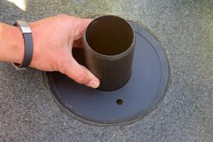 """Abflusswächter: Je nach gewünschter Entschleunigung der Entwässerung verfügt """"SitaMore Retention"""" über eine oder mehrere Perforationen."""