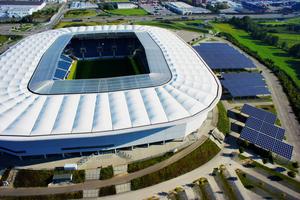 In etwa zwei Drittel des Strombedarfs der Arena wird mit der PV-Anlage abgedeckt.