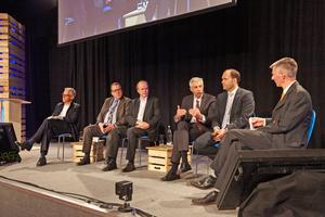 Chefredakteur Christoph Brauneis (rechts) moderierte die Podiumsdiskussion ...