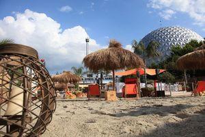 Vom 28. Juli bis zum 8. September 2013 empfängt der Sansibar Beach Club auf dem Mario Botta Platz im Europa-Park Gäste mit Strandfeeling, chilliger Musik, coolen Drinks und Grillspezialitäten