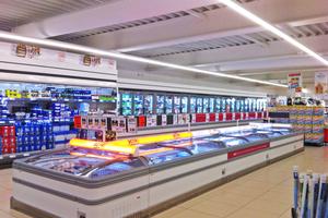 """<div class=""""Bildtext"""">Während Verkaufsräume geheizt werden, können Kühl- und Tiefkühlschränke gleichzeitig gekühlt werden. </div>"""