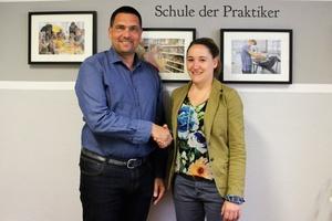 Geschäftsführer Christian Kühn und Schulleiterin Nicole Schulze unterzeichneten einen Kooperationsvertrag zwischen dem Sicherheitsfacherrichter Schlentzek & Kühn und der Oberschule Villa Elisabeth.