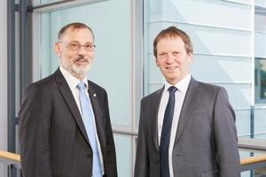 Doppelspitze übernimmt Leitung des Fraunhofer ISE: Prof. Dr. Hans-Martin Henning (rechts) und Dr. Andreas Bett (links) leiten seit dem 10. Juli 2017 das größte europäische Solarforschungsinstitut.   (Foto: Fraunhofer ISE)