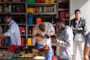 Am 23. Mai 2017, dem Praxistag für geflüchtete Jugendliche, begrüßte das Team Zukunft am Brochier-Standort in der Schüblerstraße insgesamt 47 unbegleiteten Flüchtlingen und brachte ihnen das gebäudetechnische Handwerk näher.