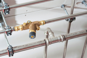 """Für die saubere Temperaturhaltung in den Trinkwarmwasser führenden Rohrleitungen wurden thermisch gesteuerte """"Easytop""""-Strangregulierventile installier.<br />"""