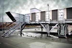 Lüftungsanlage und Wärmepumpen auf dem Dach des DIAL-Gebäudes
