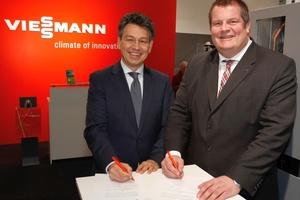 Auf der BAU 2015 unterzeichneten Dr. Uwe Kolks (links), Geschäftsführer E.ON Energie Deutschland, und Dr. Frank Voßloh, Geschäftsführer Viessmann Deutschland GmbH, die Kooperationsvereinbarung zwischen den beiden Unternehmen.
