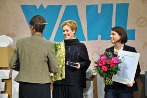 Anja Borchart, Joulia SA, freut sich über den Publikumspreis.