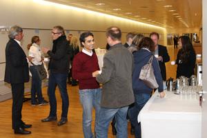 . Im Anschluss an die Veranstaltung nutzen viele Teilnehmer die Möglichkeit individuelle Fragen an die Referenten zu stellen und im Gespräch das Thema BIM zur vertiefen.