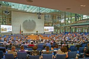 3000 Planer kamen zu den Viega-Fachsymposien zum Thema Integrale Planung - hier Teilnehmer des Symposiums im alten Plenarsaal in Bonn