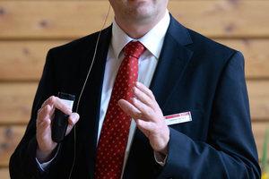 """Prof. Dr.-Ing. Clemens Felsmann von der Technische Universität Dresden bei seinem<br />Vortrag """"Gebäudeenergieversorgung – vom Status Quo und den Herausforderungen der<br />Zukunft."""""""