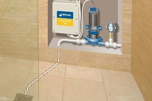 Sensoren im Wasserzulauf steuern die Pumpe. Die Membranpumpe saugt das Abwasser am Ablauf der bodenebenen Dusche ab und befördert es in einen höher gelegenen Abfluss.