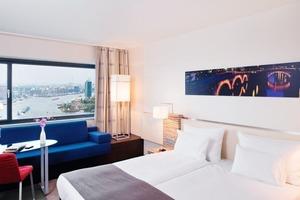 Hotelbuchungssystem und Gebäudemanagement-System arbeiten zusammen, so dass in unbelegten Zimmern keine Energie vergeudet wird<br />