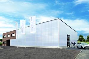 Die außergewöhnliche Fassade aus Polycarbonat-Paneelen zeigt sich dank ihrer ästhetischen Optik und ihrer Energieeffizienz im doppelten Sinn funktional.<br />