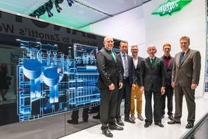 Bild (von links): Rainer Große-Kracht (Bitzer Chief Technology Officer), Jascha Rübeling, Jochen Gaiser, Senator h. c. Peter Schaufler (Geschäftsführender Direktor und Chief Executive Officer der Bitzer SE), Samuel Glück, Prof. Dr. Michael Arnemann (Hochschule Karlsruhe)