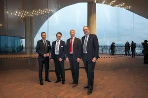Die Referenten bei der Veranstaltung in der Elbphilharmonie (v.l.n.r.): Olaf Krause, Dr. Peter Arens, Stefan Lütje und Prof. Dr. Franz-Peter Schmickler