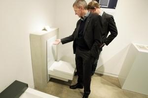 """Neuzugang im Red Dot Museum: Höhenverstellbares WC-Terminal """"TECElux"""" als Beispiel für Universaldesign (Foto: Guido Frebel/vor-ort-foto.de)"""