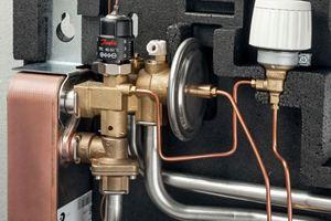 Herzstück der Stationen ist ihr TPC-(M)-Regler, der in nur einem Bauteil Durchfluss-und Differenzdruckregler (für Heizung und TWW) sowie Thermostat, Temperaturfühler, Zonenventil und Entlüfter miteinander kombiniert