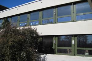 Die Ab- und Zuluftstutzen für die Lüftungsanlage wurden in die Profile der Fenster integriert<br />
