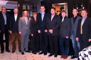 Gründungsmitglieder (v.l.n.r.): Prof. Trogisch, Prof. Felsmann, Dipl.-Ing. Alf Bauer (Wilo), Frau Schumann (HTW), Dipl.-Ing. Mathhias Jessen (Cofely), Dipl.-Ing. Rene Dittrich (DZH Schepitz), Dipl.-Ing. Bernd Klimes (Innius DÖ), Herr Dipl.-Ing. Michael Deuble (Planungsgrippe M+M), es fehlen auf dem Bild: Prof. Dr.-Ing. Jens Morgenstern (HTW, Dekan Fak M/V), Dipl.-Ing. Steffen Klemm (Klemm-Ingenieure) – alle aus Dresden bzw. den Niederlassungen in Dresden.<br />