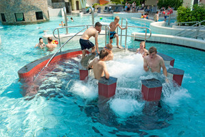 Die Gebläse und Pumpen für Whirlpool und Strömungskanal werden optimal gesteuert und bieten so Spaß für die ganze Familie.
