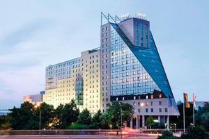 Mit 1125 Zimmern und Suiten ist das Estrel Berlin Deutschlands größtes und eines der luxuriösesten Hotels der Republik<br />
