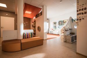 Helle Räume, warme Farben und eine Fußbodenheizung sorgen für Wohlfühlatmosphäre in der neuen Kita.