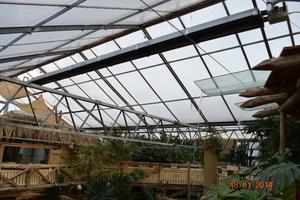Ein Dunkelstrahler im Firstbereich des Glasdaches