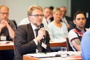 ... für Fragen und Antworten sowie zu ...  (Foto: Stefan Sättele / Bauverlag BV GmbH)