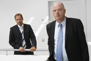 Dirk Hunke (rechts) und Roland Gilges, beide Geschäftsführer bei german contract, sorgen mit Contracting für mehr Energieeffizienz und weniger CO2-Ausstoß in Deutschlands Heizungskellern.  (Foto: german contract)