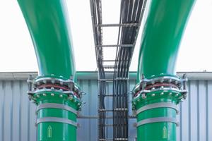 Die Verbindung von Pumpenhaus und Kühlturm erfolgt über Vor- und Rücklaufrohre mit Kompensatoren in DN 800.