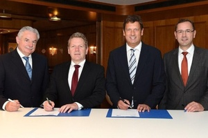 Vertragsunterzeichnung (v.l.n.r.): VDE-Vorstandsvorsitzender Dr. Hans Heinz Zimmer, VDE-Präsident Dr. Joachim Schneider, DVGW-Präsident Dietmar Bückemeyer, DVGW-Hauptgeschäftsführer Prof. Dr. Gerald Linke  (Foto: RWE AG, Jörg Mettlach)