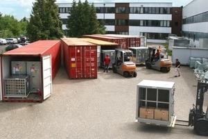 Beschickung der acht 40-Fuß-Großcontainer  mit Wolf-Klimageräten
