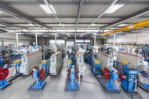 In zwei Werksteilen werden in Zella-Mehlis auf hochmodernen Extrudieranlagen Verbundrohre in den Dimensionen 12 bis 110 mm hergestellt.