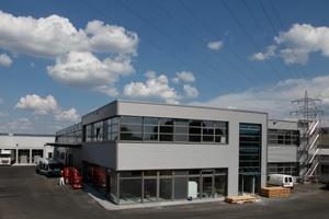 Rund 7500 m2 zusätzliche Fläche bieten die neuen Gebäude auf   dem Werksgelände der Kessel AG für Logistik, Vertrieb und Produktion. (Foto: Kessel AG)