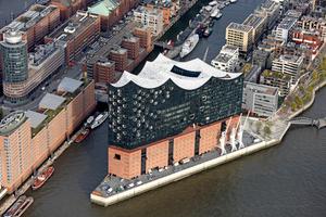 """<div class=""""Bildtext"""">Ästhetische Architektur in Verbindung mit funktionaler Technik: Blick auf die Elbphilharmonie in der HafenCity von Hamburg </div>"""