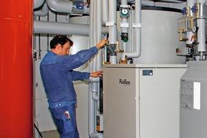 In der Heizzentrale wird die ganzjährige Grundlast über ein BHKW und die Spitzenlast über einen Gaskessel abgedeckt<br />