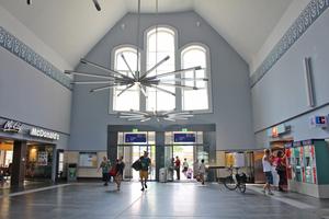 Der neugestaltete Eingang verbindet modernes Design mit dem Charme der Vergangenheit.